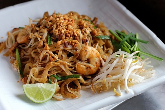 Must Things to Eat in Thailand _ Pad Thai